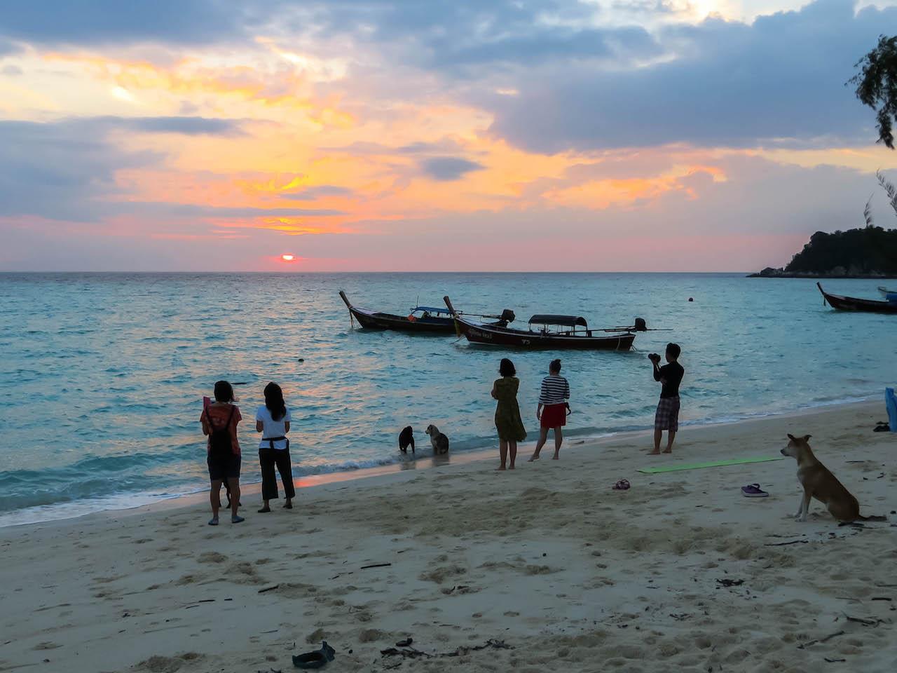 Sonnenuntergang beobachten auf Koh Lipe.