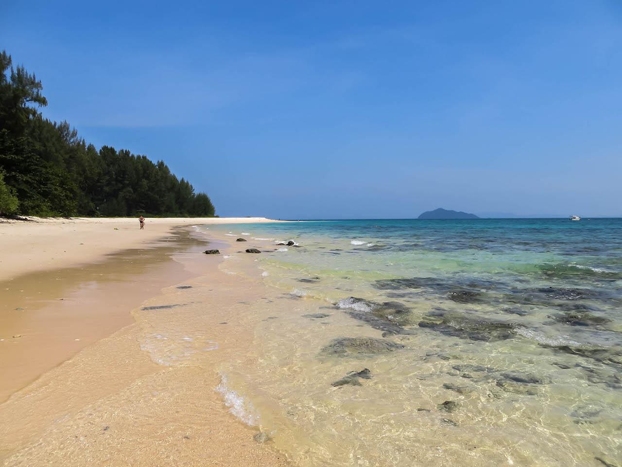 Der White Sand Beach auf Koh Bulon.