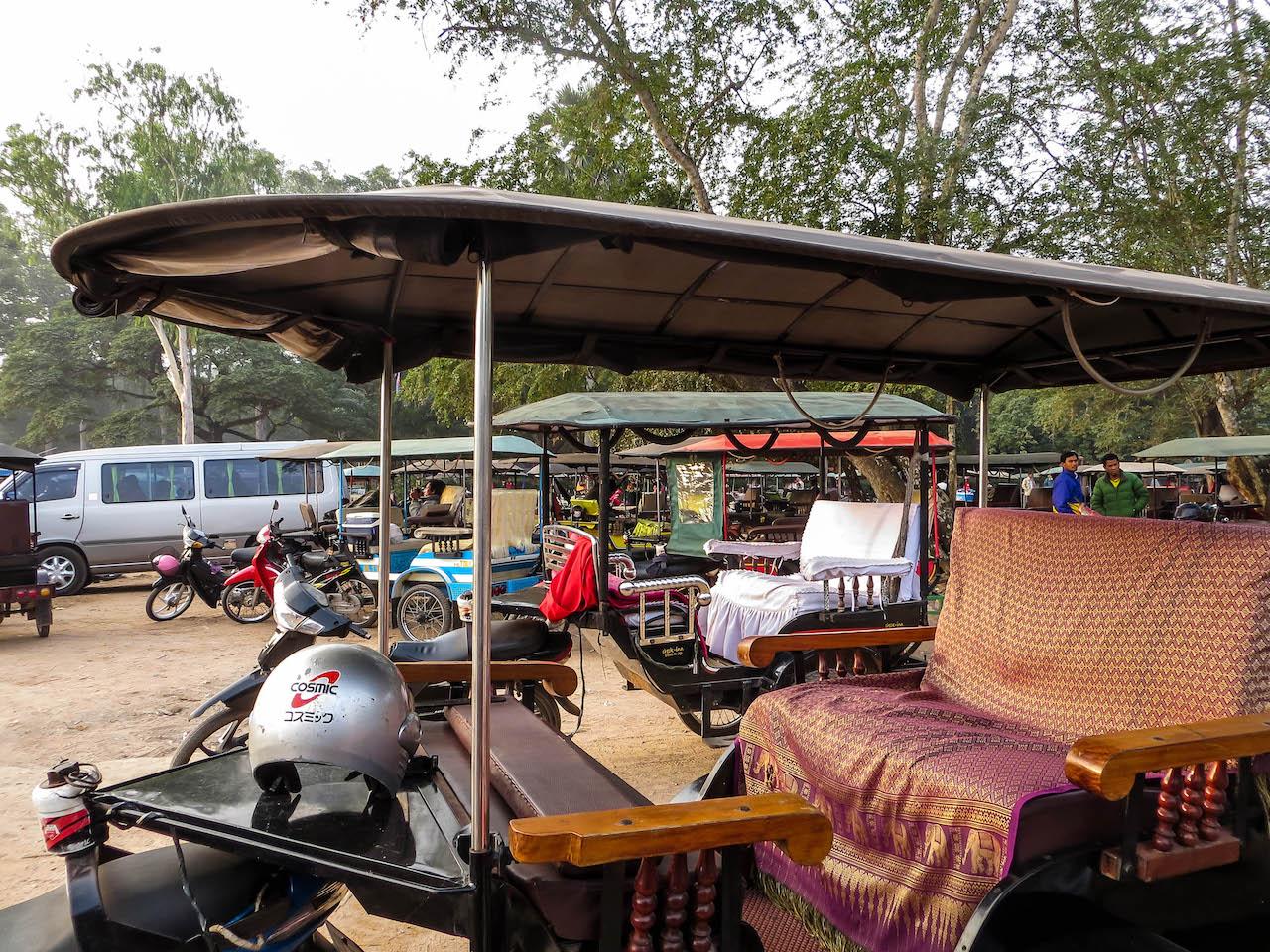 Mit dem Tuk Tuk durch die Tempelanlangen von Angkor Wat.