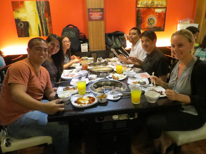 Festmahl mit meinem Gastgeber und seinen Freunden in Manila.