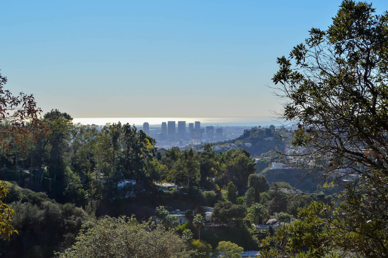 Blick von den Hollywood Hills über Los Angeles.