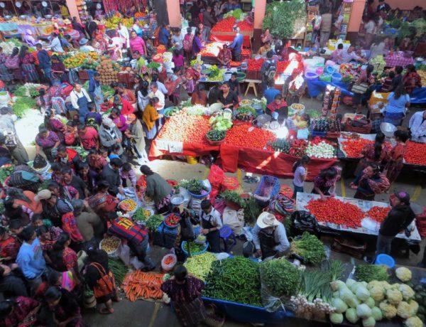 Chichicastenango: Guatemalas farbenprächtigster Markt