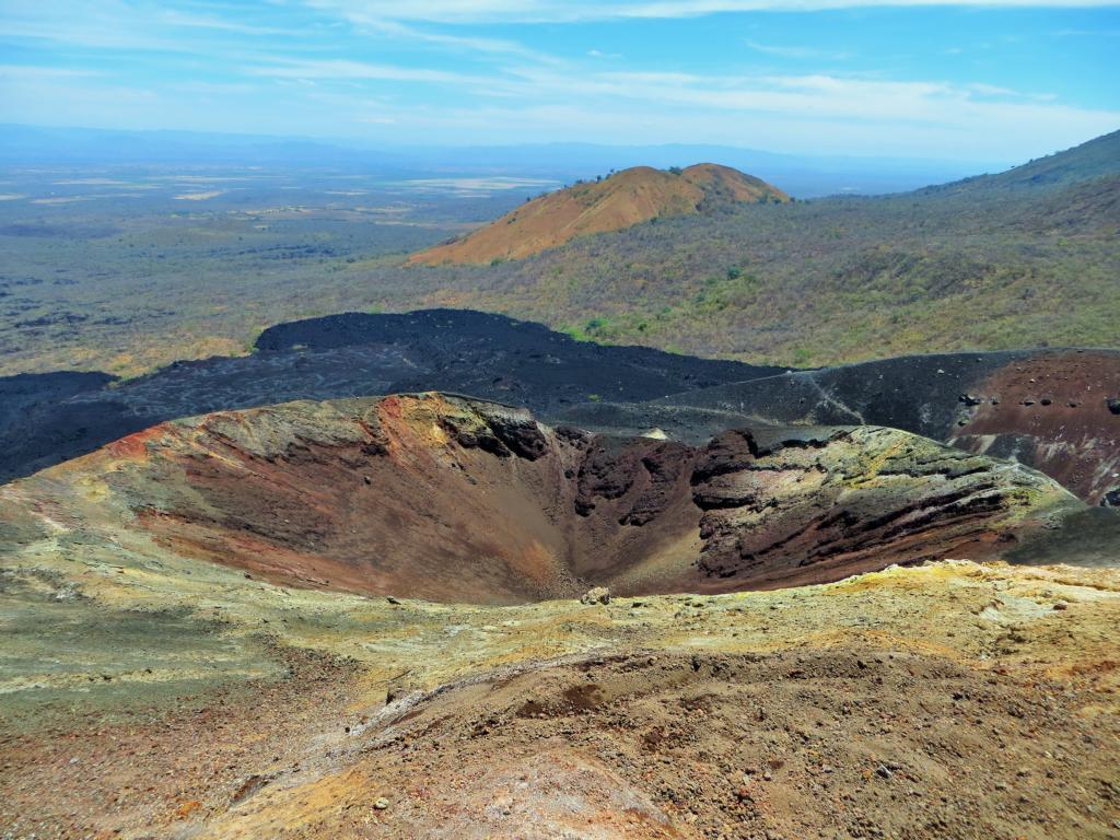Der Blick in den Vulkankrater des Cerro Negro in der Nähe von León.