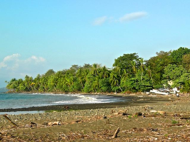 Der Hauptstrand von Pavones in Costa Rica.