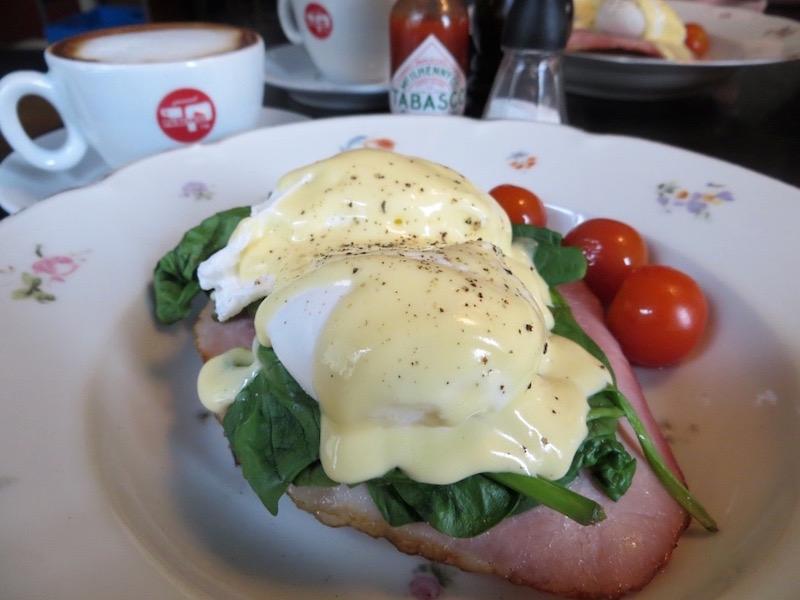 Eggs Benedict: Unbedingt ausprobieren im Café Dearhaven.