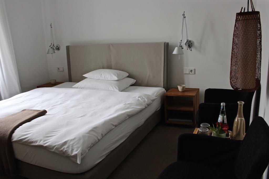 Liebevoll eingerichtete Zimmer im Hotel Haus Norderney.