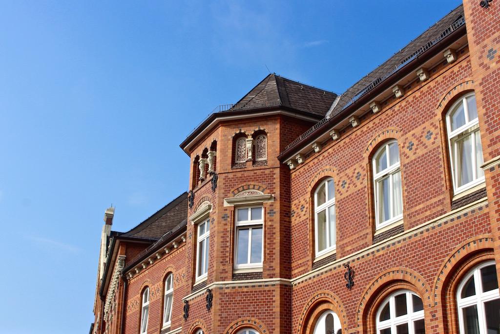 Es gibt nämlich schöne Bauten zu bestaunen.