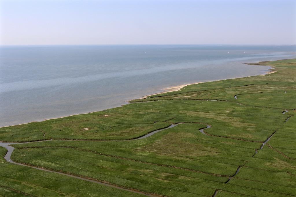 Der Landeanflug über dem Ostfriesischen Wattenmeer.