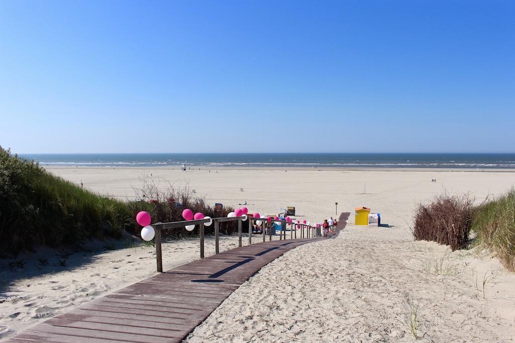 Ab an den Strand von Juist.