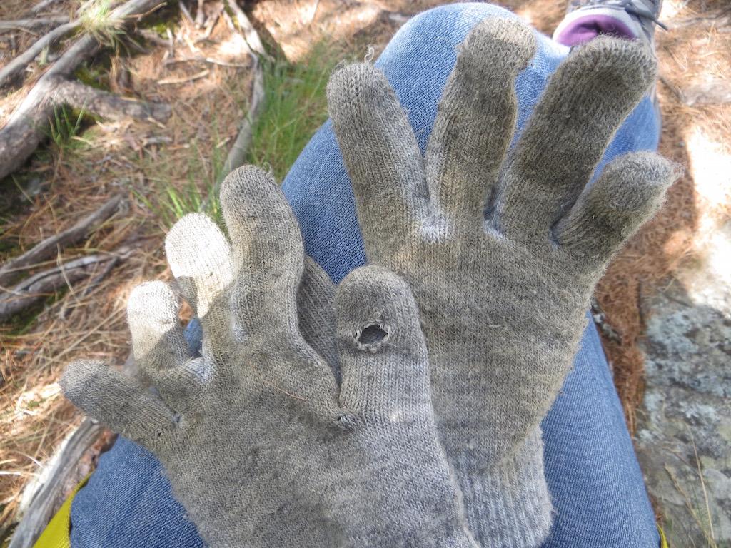 Handschuhe können auf dem Klettersteig ganz schön nützlich sein.