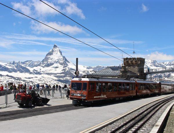 Mit der Bahn auf das Gornergrat in Zermatt.