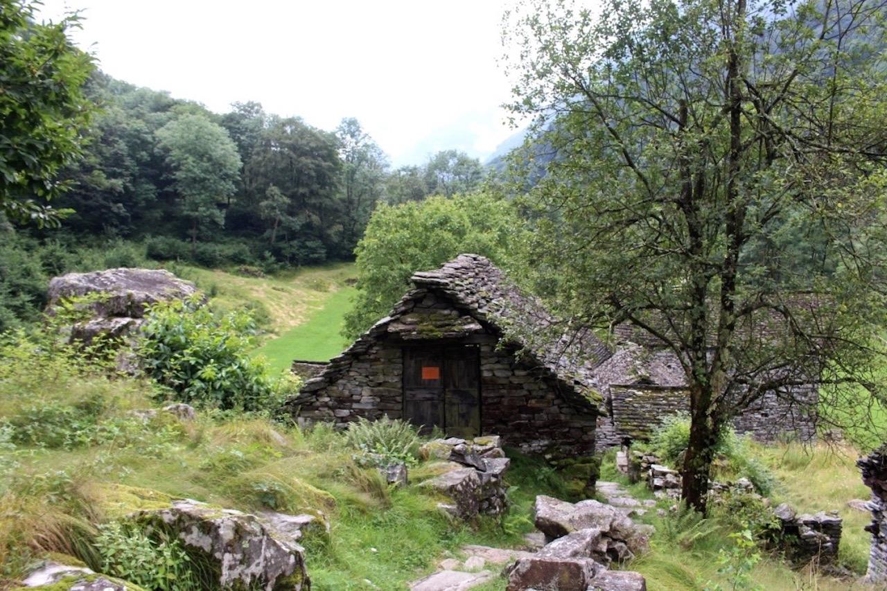 Rusticos, Häuser mit traditioneller Bauweise im Tessin.