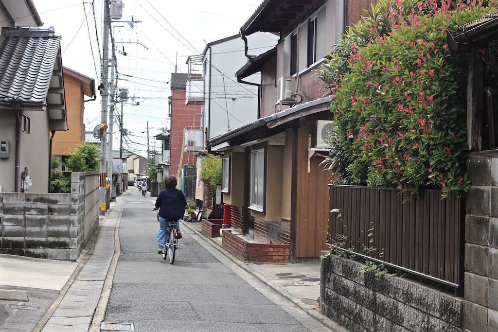Mit dem Fahrrad in Kyoto unterwegs.