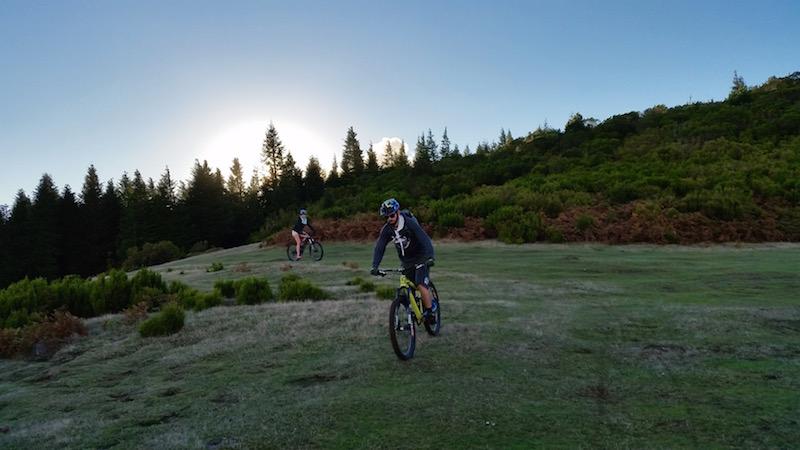 Downhill Abfahrt mit dem Enduro-Bike in Madeira.