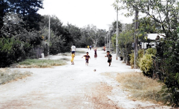 Besuch bei indianischen Stammesgruppen im Chaco in Paraguay.