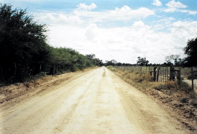 Mit dem Bus durch den Chaco in Paraguay.