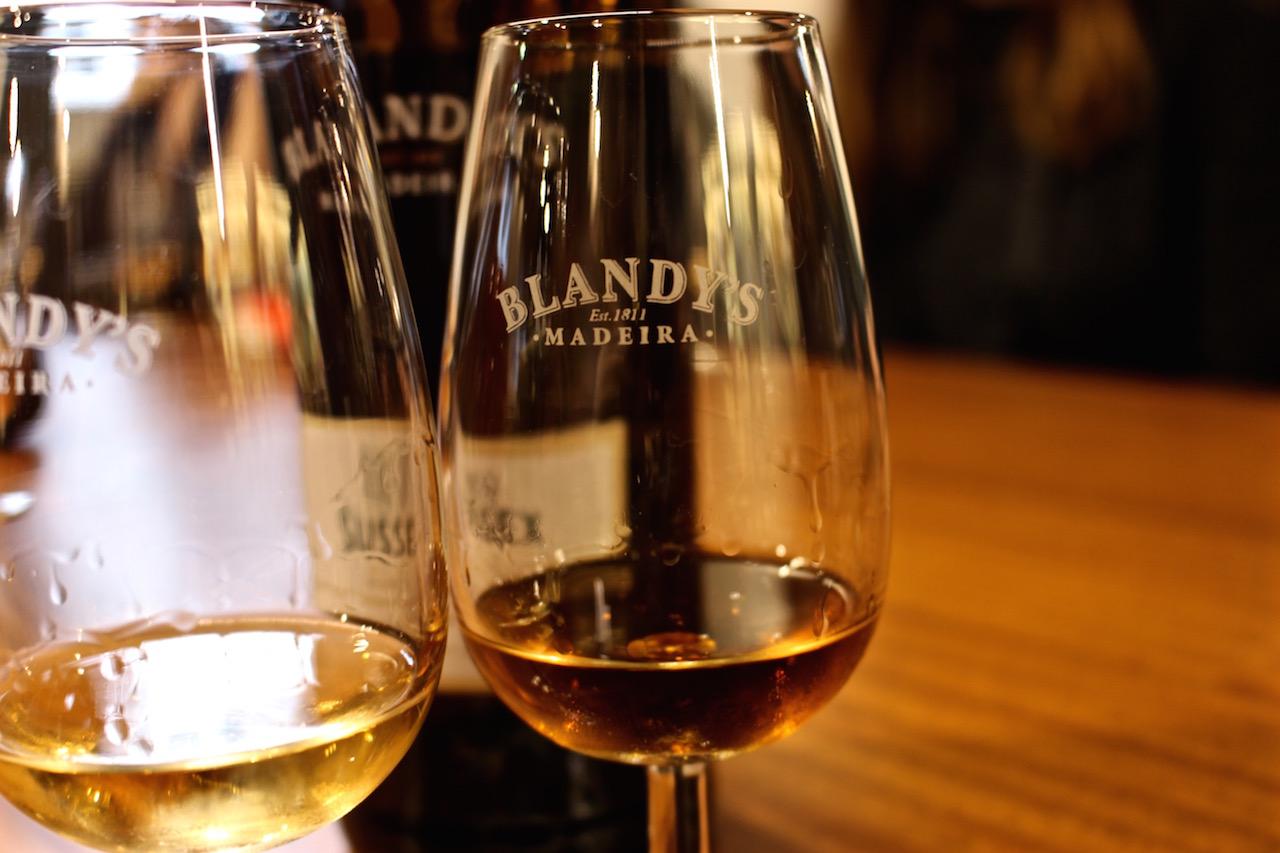 Ein Glas des bekannten Madeiraweins sollte drin liegen...