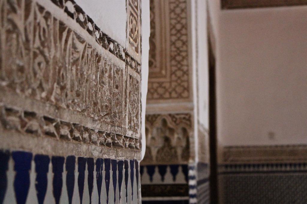 Kunstvolle Architektur im Bahia Palast in Marrakesch.