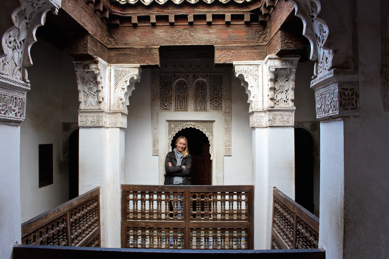 Sarah in der Medersa Ben Youssef.