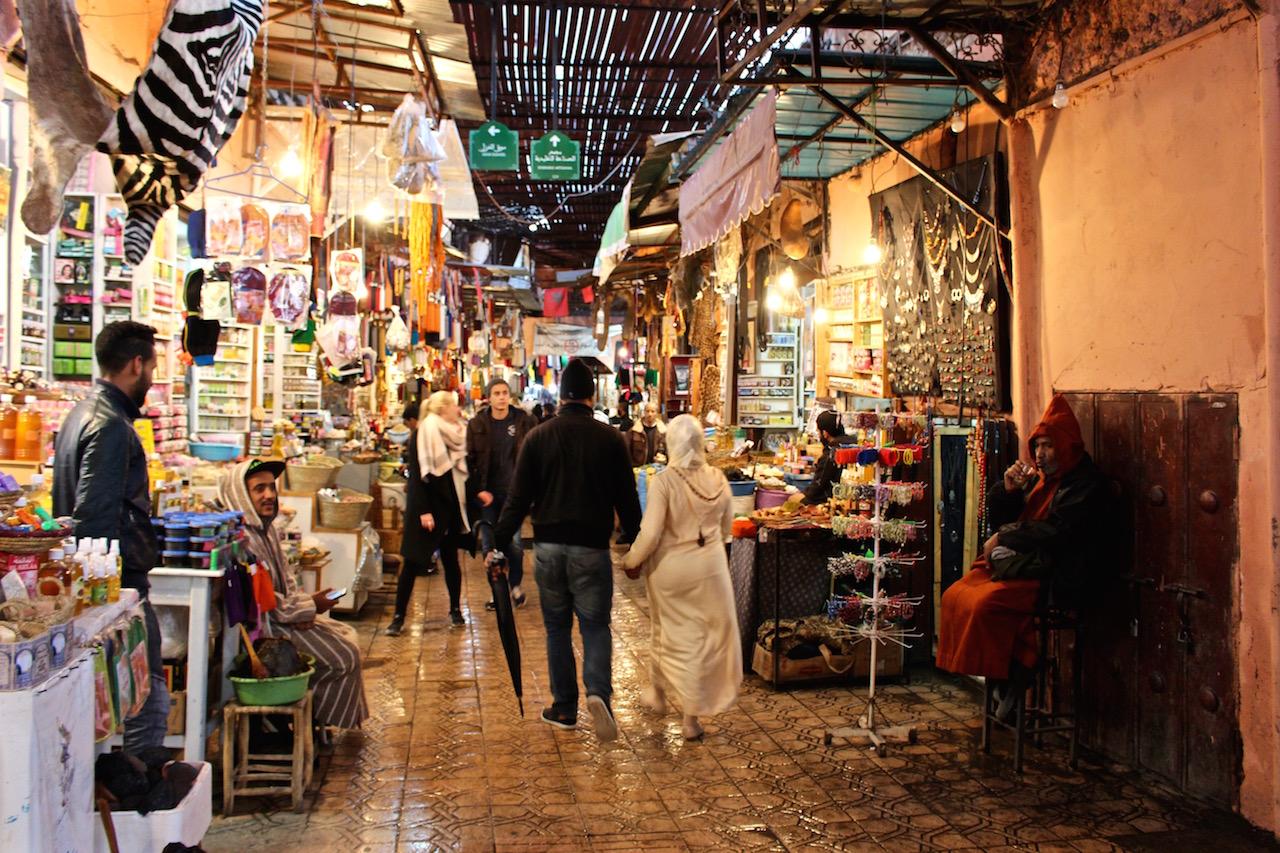 Unterwegs in den Souks von Marrakesch.