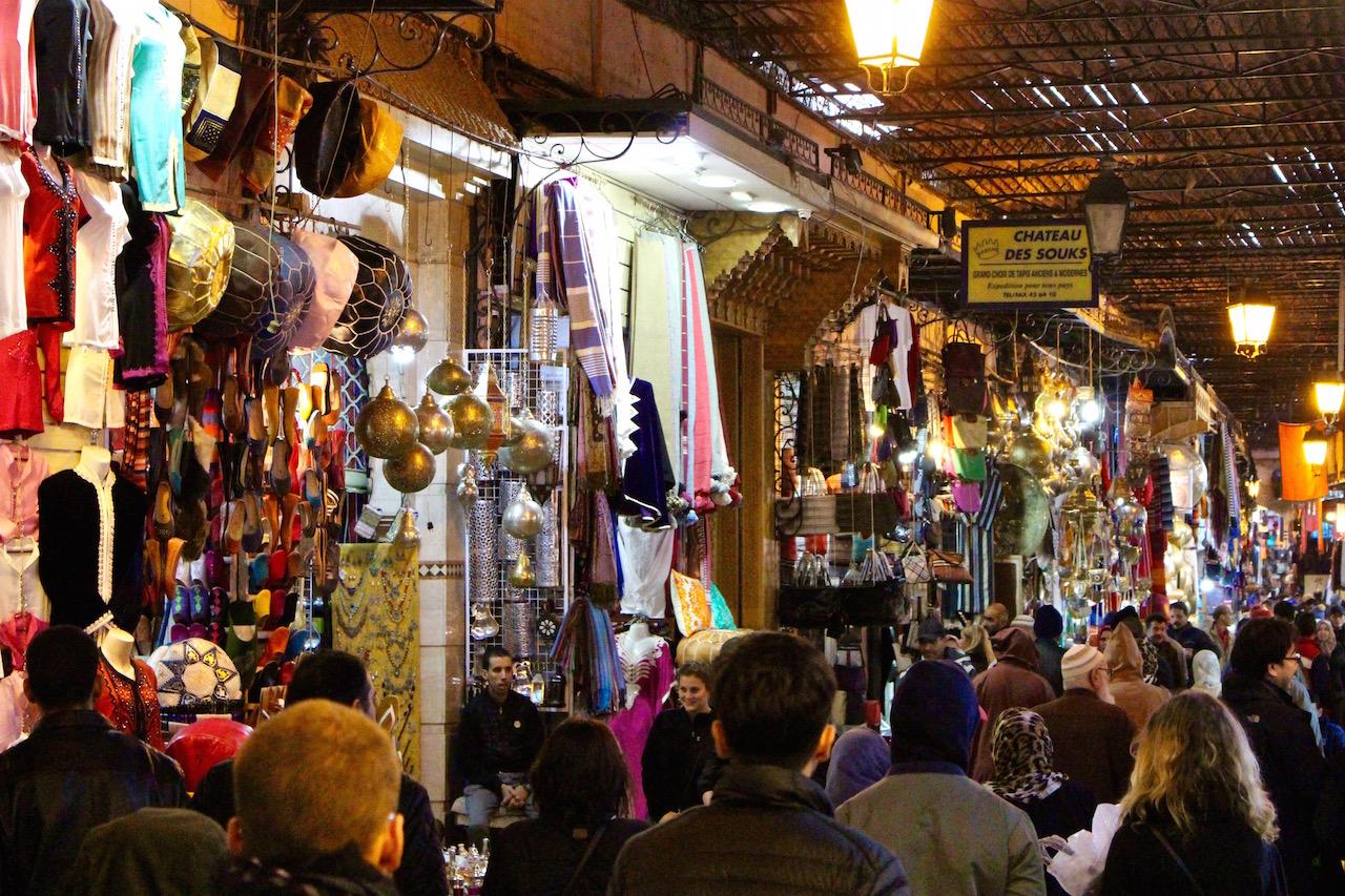 Rein ins Getümmel des arabischen Marktes.