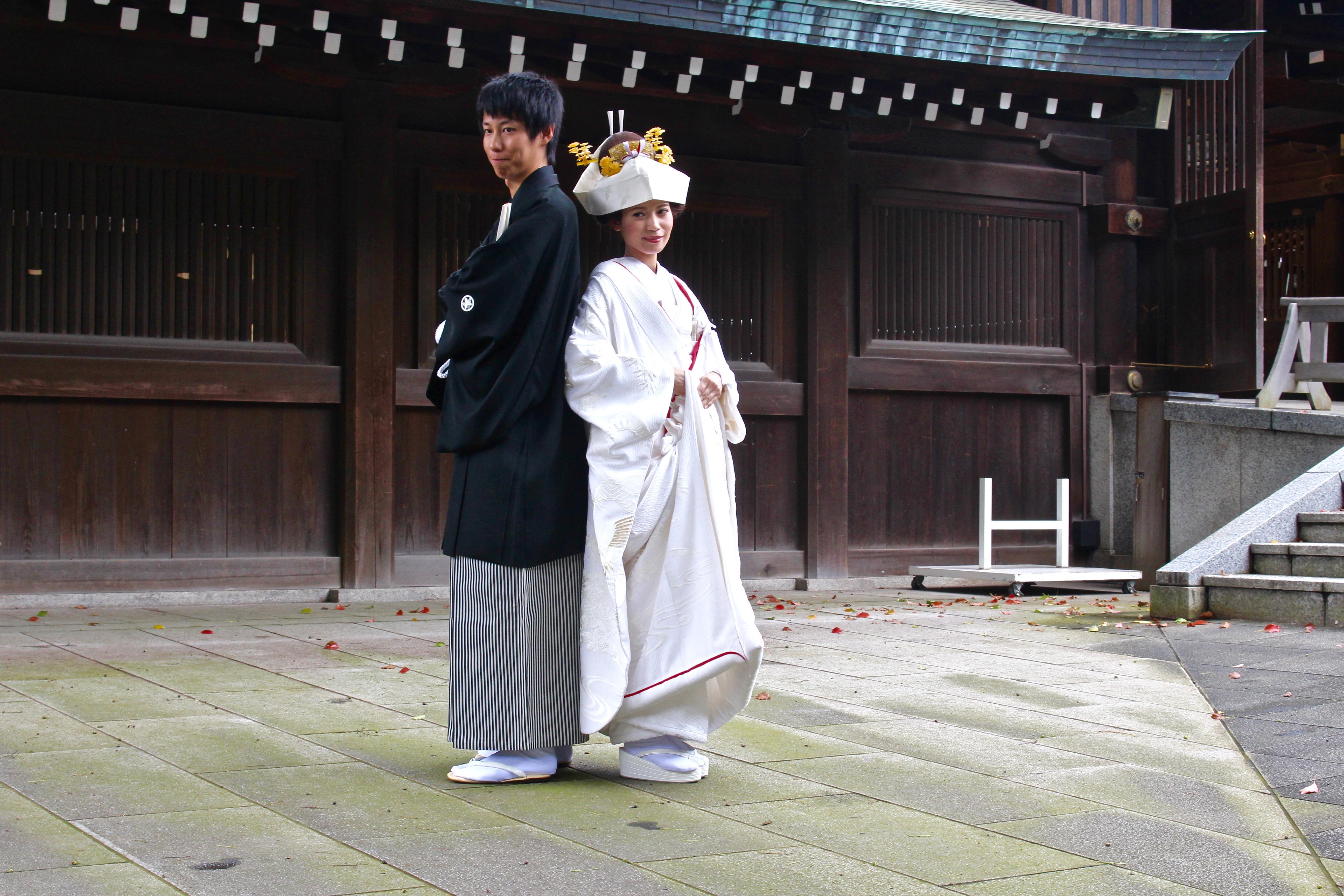 Auch im Meiji Schrein geht immer etwas und es gibt Zeremonien und Fotoshootings.