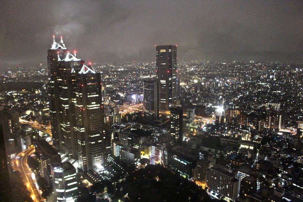 Tokio bei Nacht vom Metropolitan Gouvernment Office Building.