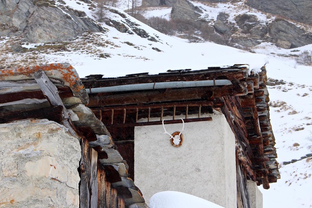 Im Winter unbewohnte Alphütten.