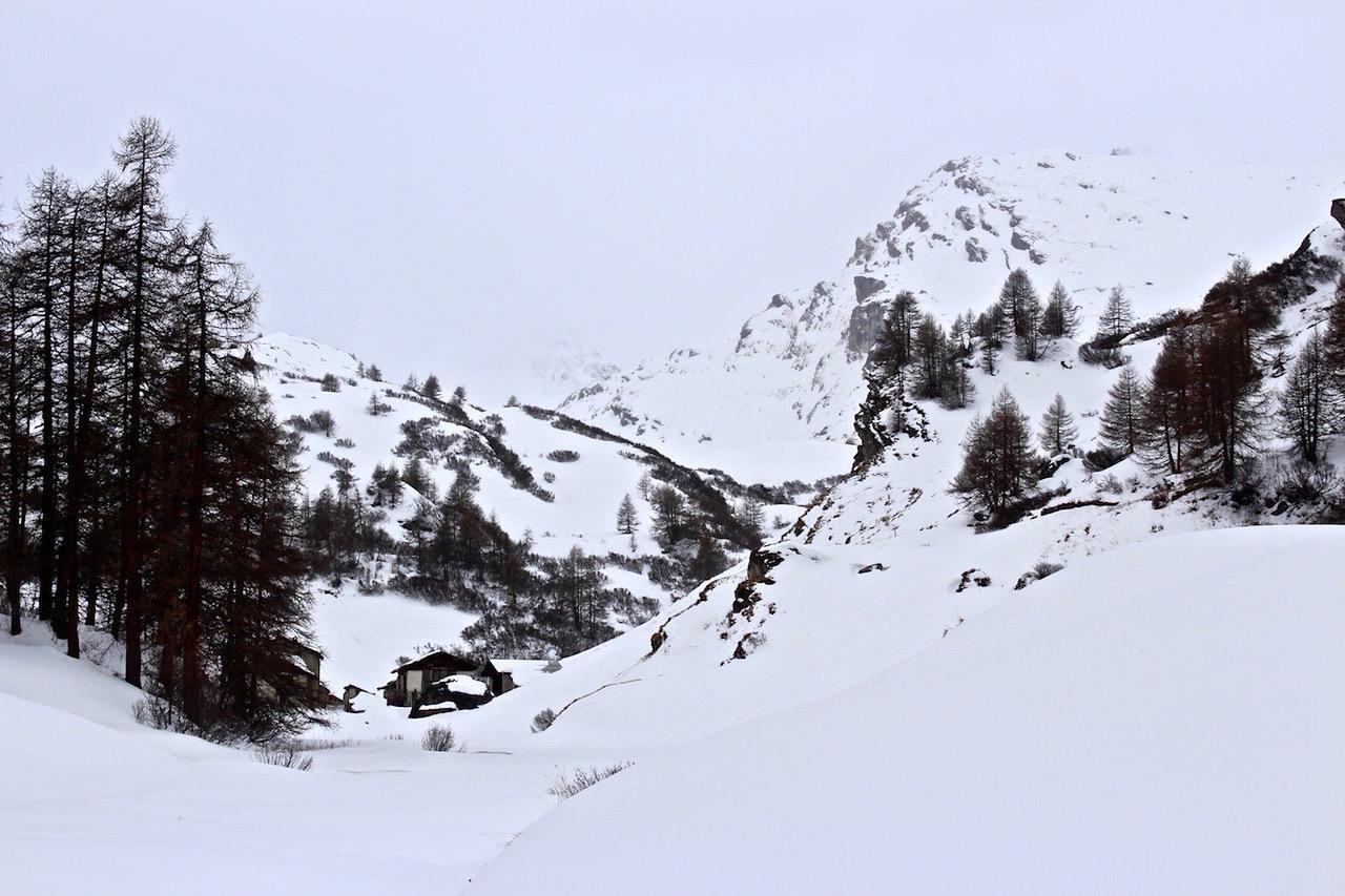 Kurz vor dem Sturm präsentiert sich das Engadin Grau in Grau.