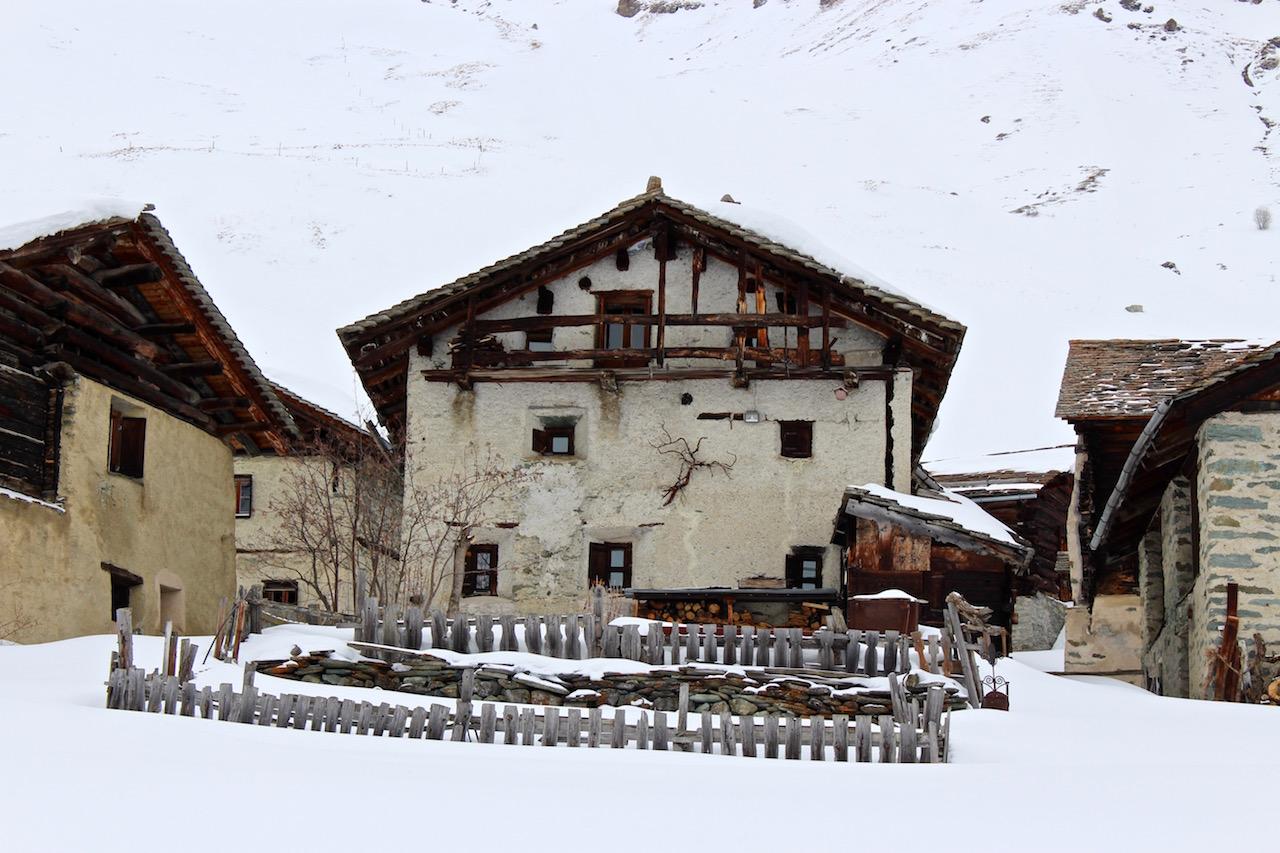 Das Heididorf auf der Alp Grivasalvas empfängt uns.