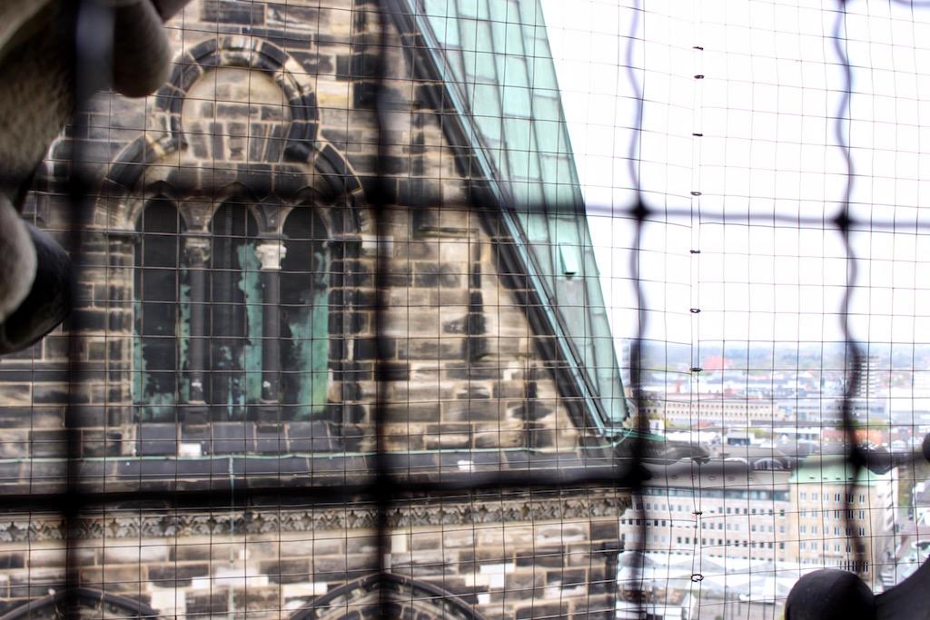 Die leider vergitterte Sicht vom Bremer Dom.