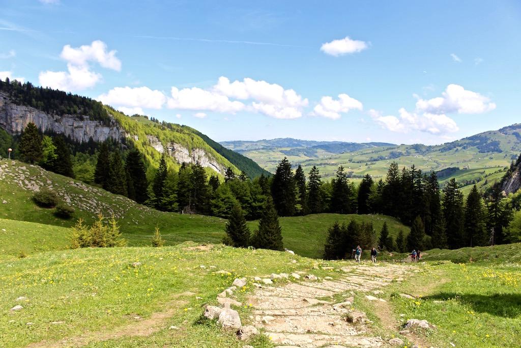 Idyllischer Wanderweg zur Ebenalp.