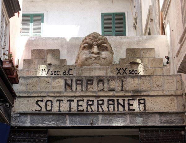 Neapel gibt auch im Untergrund.