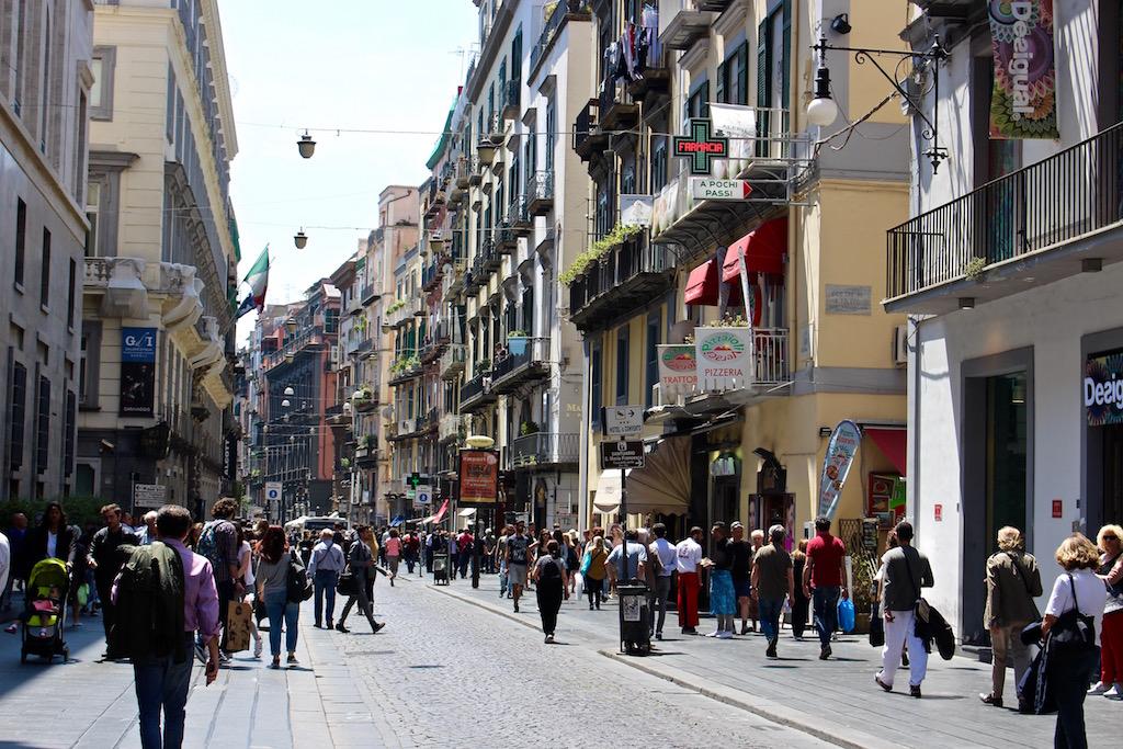 Shopping in Neapel.