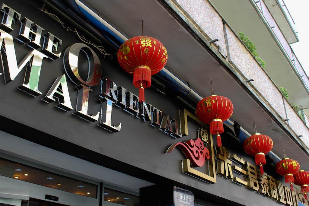 Einkaufen in Mailands Chinatown.