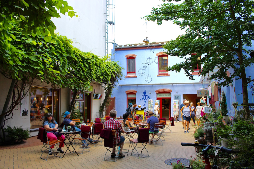 Viele kleine Läden und Cafés gibt es zu entdecken!
