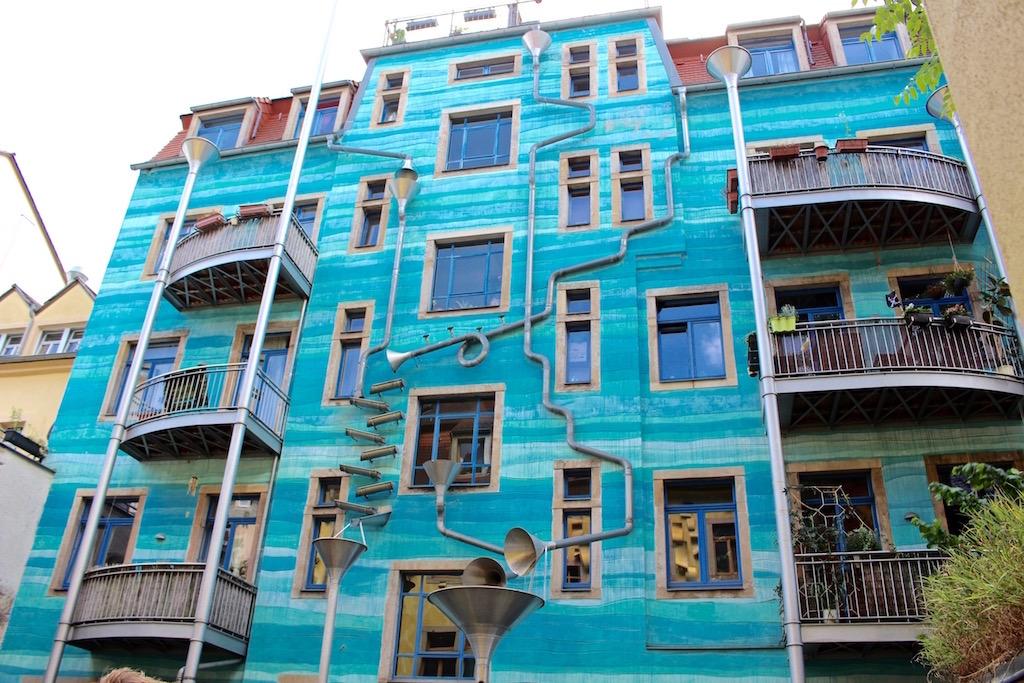 Berühmte Hausfassade in der Kunsthofpassage in Dresden.