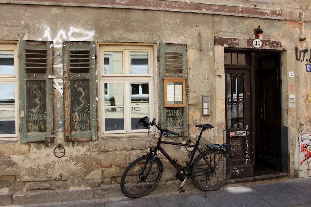 So sieht die Fassade einer der beliebtesten Restaurant der Dresdener Neustadt aus - dem Raskolnikoff.