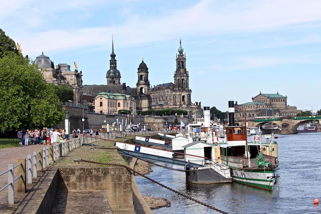 Mit dem Schaufelraddampfer von Dresden in die Sächsische Schweiz.