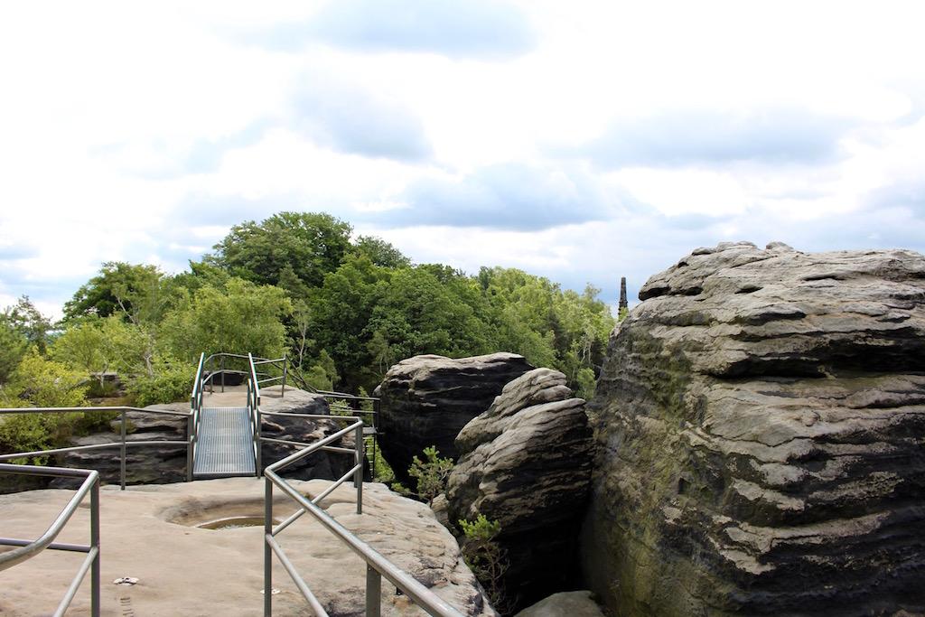 Der Gipfel des Liliensteins ist mit Leitern und Treppen verbunden.