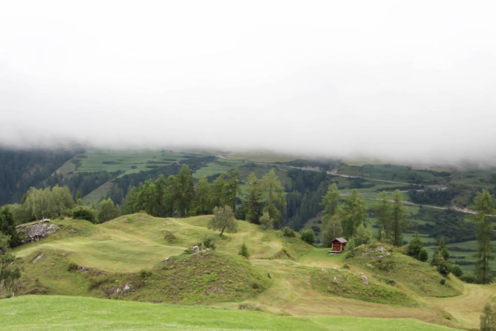Stimmungsvolle Nebelbilder aus Scuol.
