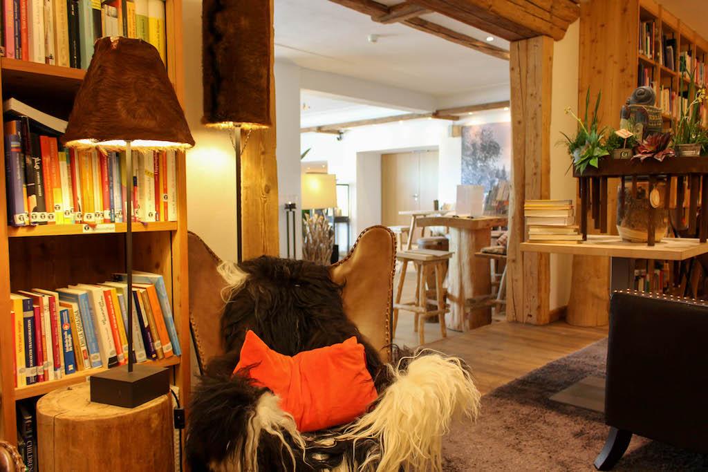Bibliothek im Hotel Hubertus.