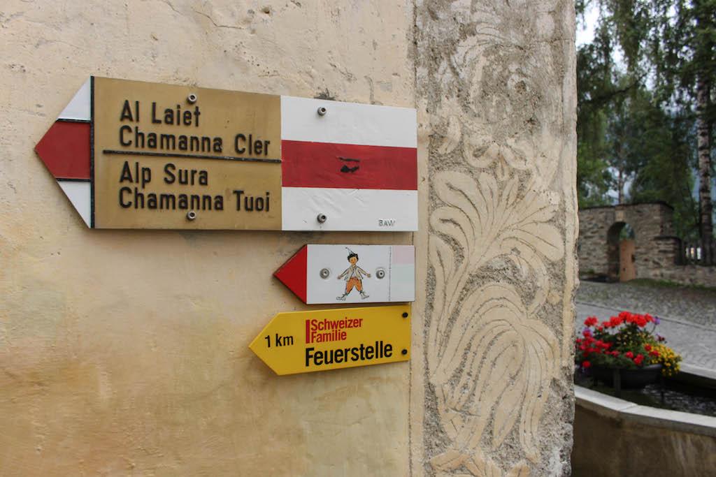 Auf zum Schellen-Ursli Weg in Guarda.