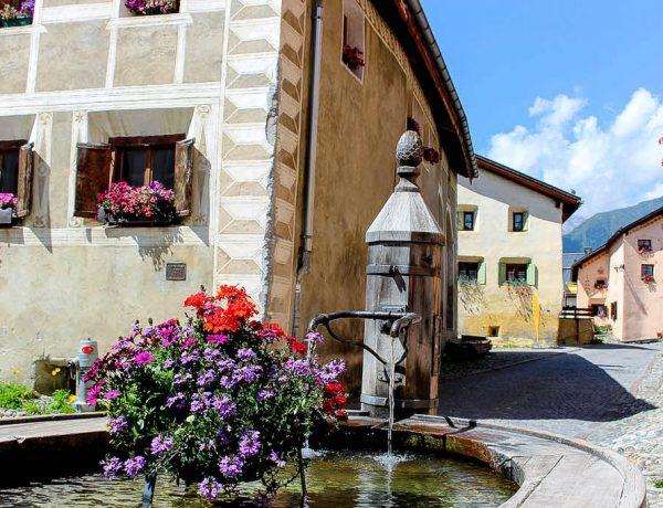 Einer der vielen schönen Brunnen in Guarda.