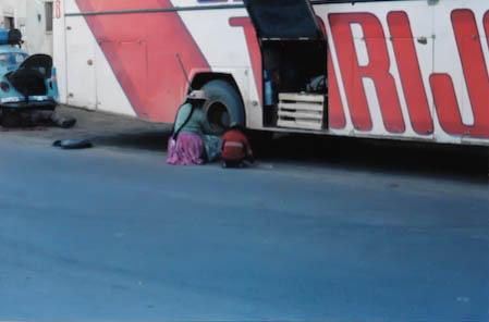 Autopanne in Bolivien - ein alltägliches Bild.