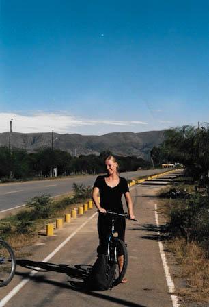 Mit dem Fahrrad unterwegs in Tarija, Bolivien.