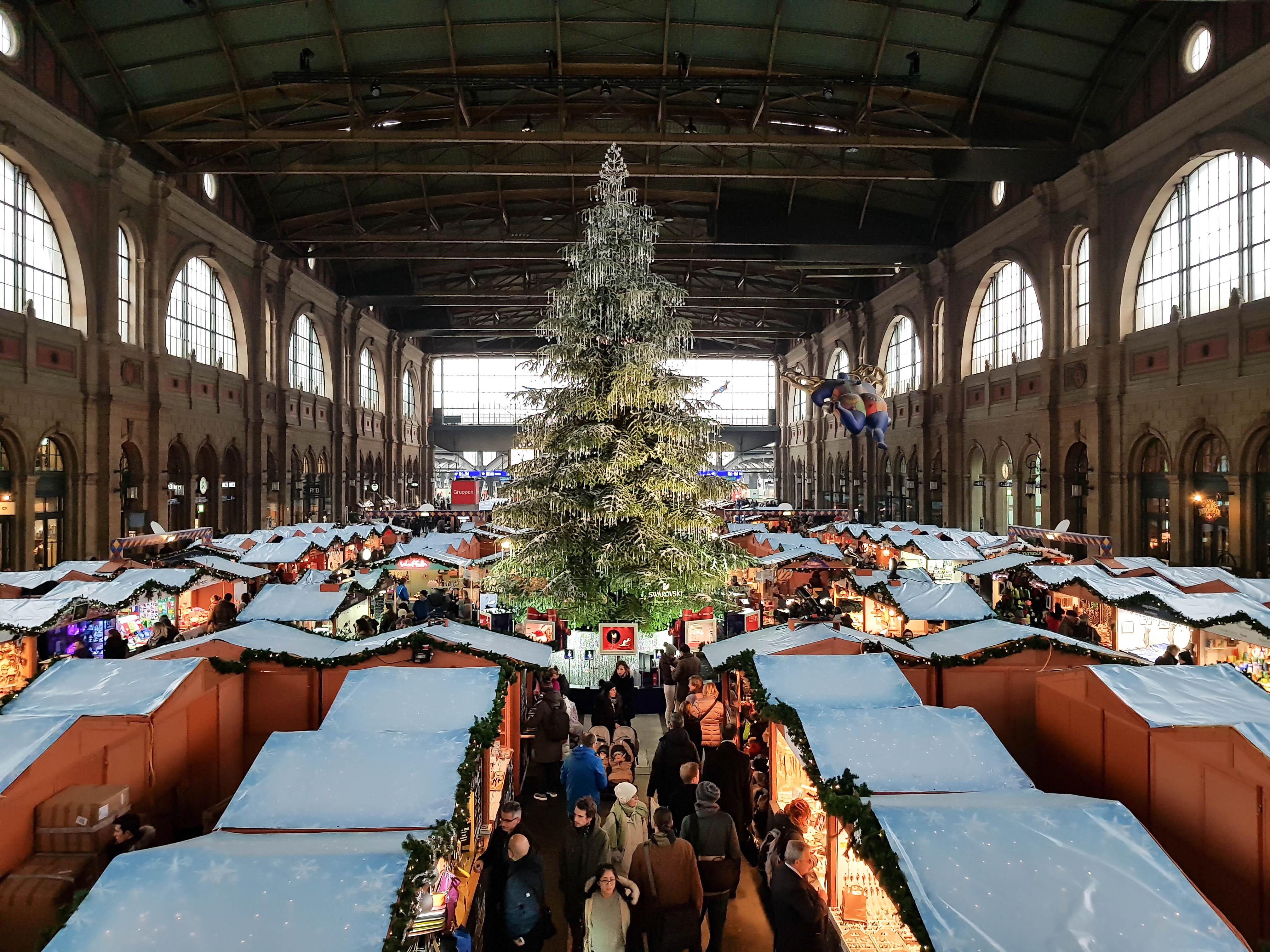 Christkindlimarkt im Zürcher Hauptbahnhof.