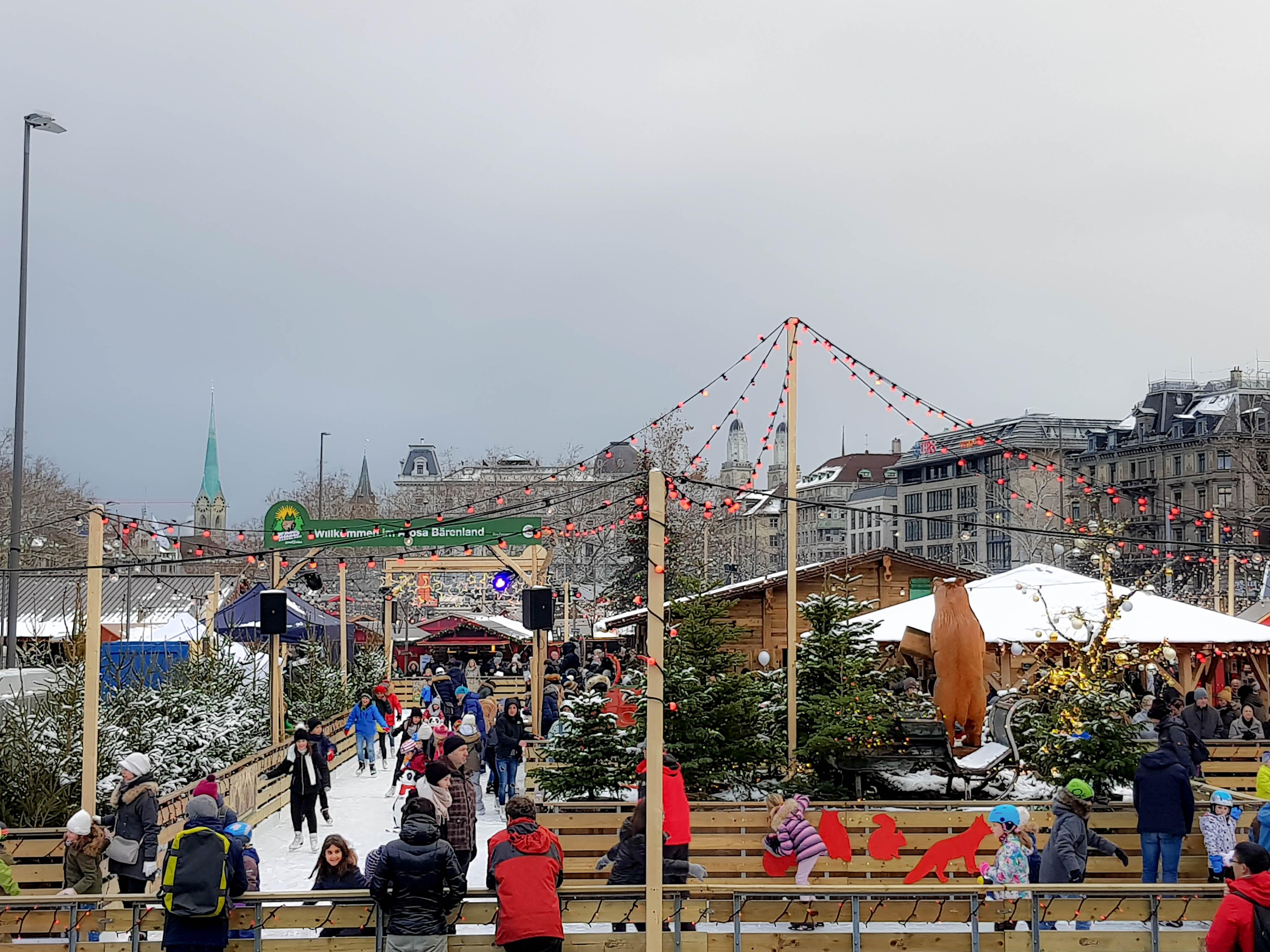 Schlittschuhlaufen am Bellevueplatz.