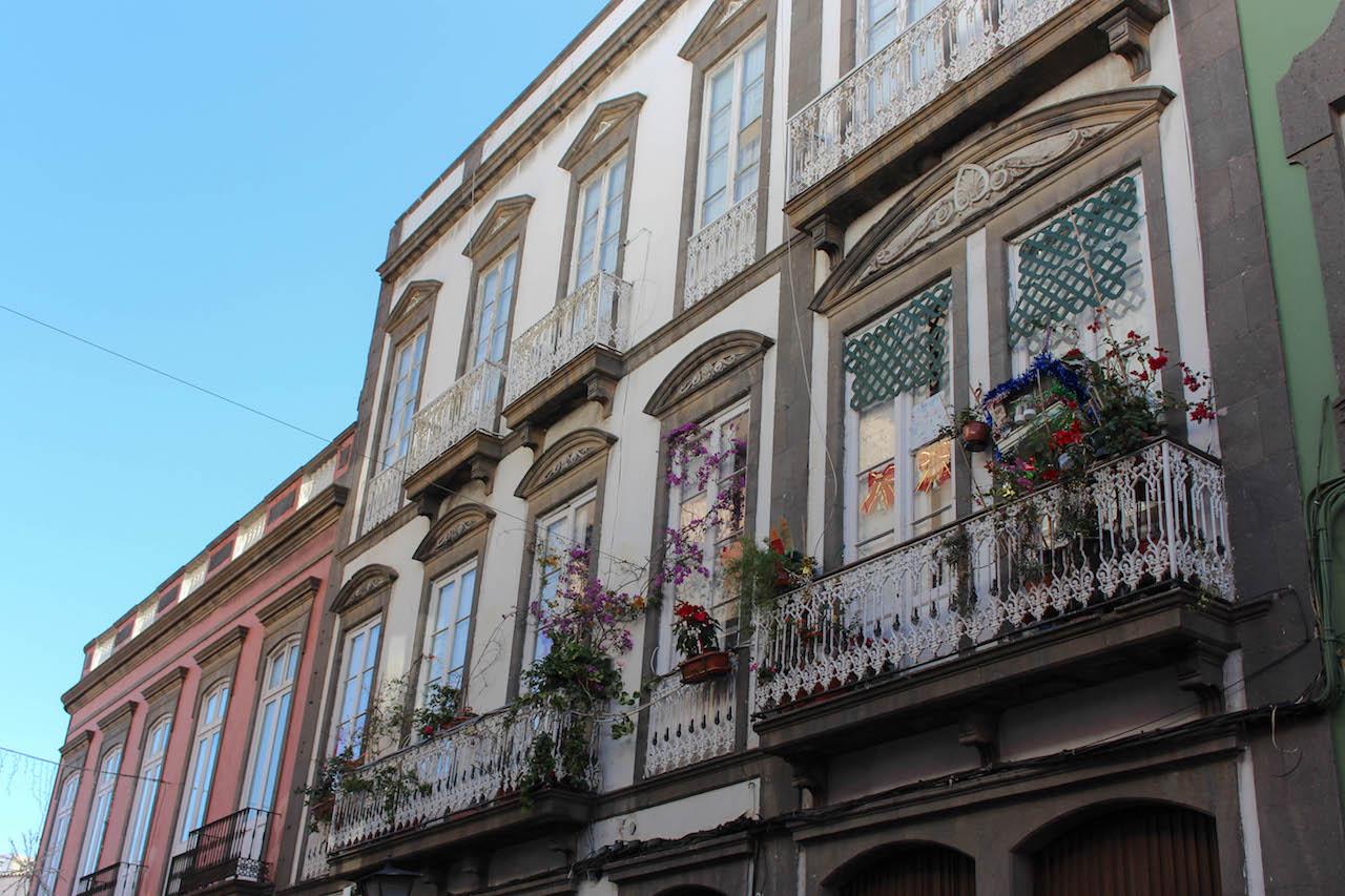 Typische Häuserfronten in Las Palmas.