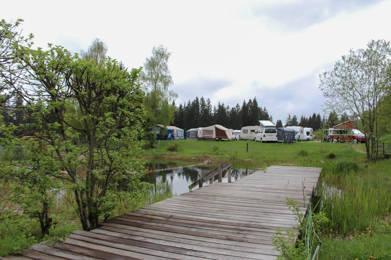 Auf dem Camping Les Cerneux.